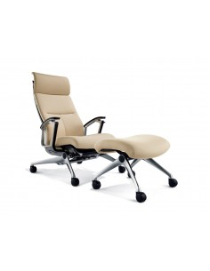 Кресло Okamura Luxos для VIP зон в велюр-тканевой обивке